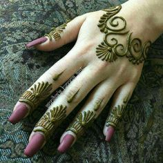 Mehndi Designs almost every female looking for who are interested in mehndi. Now you can see some fabulous and beautiful simple mehndi designs. Henna Hand Designs, Mehndi Designs Finger, Mehndi Designs For Fingers, Latest Mehndi Designs, Mehndi Patterns, Arabic Mehndi Designs, Simple Mehndi Designs, Henna Tattoo Designs, Mehandi Designs