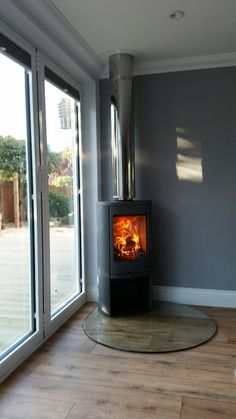 A Contura 810 in grey with a Tear Drop glass hearth.