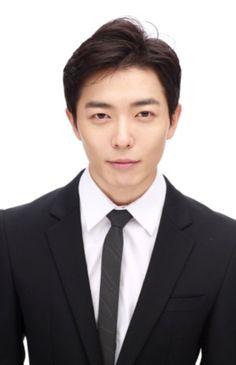 Handsome Asian Men, Most Handsome Men, Drama Korea, Korean Drama, Asian Actors, Korean Actors, Jang Hyuk, Private Life, Korean Entertainment