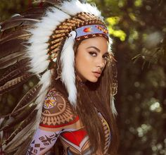 Feathers in a Head Dress are Earned. Native women Don't wear Head dresses, only Chief's do. Native American Tattoos, Native American Headdress, Native American Girls, Native American Beauty, American Indians, American Fashion, Wild Style, Native Indian, Indian Models