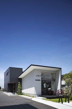 アトリエのある家・間取り(奈良県橿原市) |ローコスト・低価格住宅 | 注文住宅なら建築設計事務所 フリーダムアーキテクツデザイン Japanese Buildings, Japanese Architecture, Residential Architecture, Minimal Architecture, House Paint Exterior, Exterior Design, Interior And Exterior, Modern Minimalist House, Minimal Home