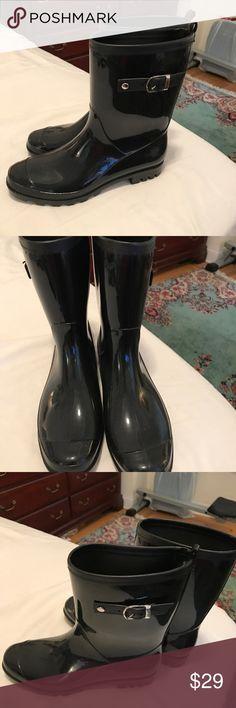 Black Patent Rain Boots Excellent condition. Mid length rain boot. Super comfortable. Shoes Winter & Rain Boots