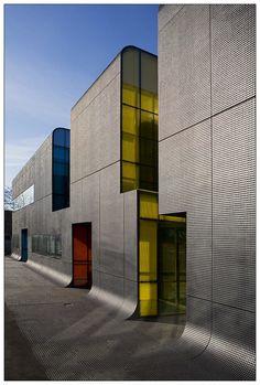 Unbelievable Modern Architecture Designs – My Life Spot Dynamic Architecture, Architecture Design, Minimalist Architecture, Facade Design, Roof Design, Beautiful Architecture, Exterior Design, Unusual Buildings, Modern Buildings