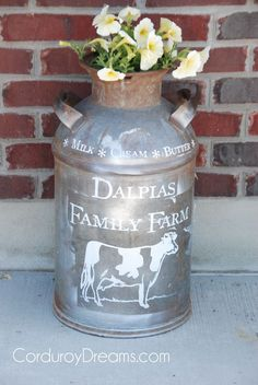 24 Rustic Farmhouse Milk Can Decor Ideas for a Touch of Country Charm Metal Milk Jug, Milk Jugs, Painted Milk Cans, Milk Can Decor, Old Milk Cans, Vintage Milk Can, Porch Decorating, Decorating Ideas, Decor Ideas