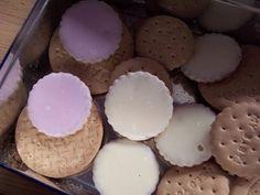 koekjes, eerst het kleurtje eraf likken en dan de rest opeten Likkoekjes dus,