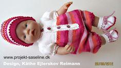 Baby born opskrifter 43 cm. En pige dragt i kort model med skønne striber i glade farver. Hue og sokker til