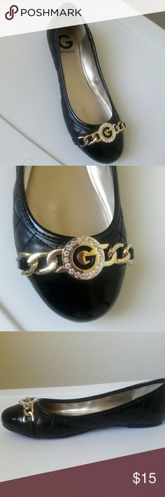 New Black Flat Shoes Beautiful Black & Gold Flat Shoes, the left shoes has a small scratch check the last pic Guess Shoes Flats & Loafers