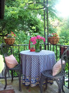 French Bistro themed front porch decor
