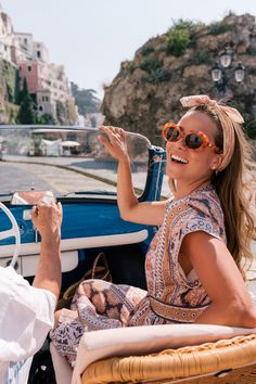 Amalfi Coast Drive In A Fiat Jolly – Gal Meets Glam – 2020 World Travel Populler Travel Country Easy Style, Looks Party, Drive In, Mode Shoes, Italy Outfits, Italian Summer, Italy Fashion, Gal Meets Glam, Looks Style