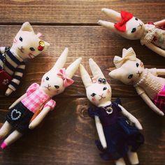 バッグチャーム隊 パーツも仕入れたので、チェーンをつけたらようやく完成。 数は少ないけど、#OMO舵マーケット に持って行きます^ ^  #ウサギ#ネコ#バッグチャーム #ウサギ人形 #ネコ人形 #rabbit#cat#bagcharm