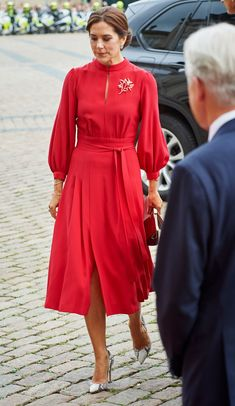 28 August 2018 - State visit of French President Macron and his wife Brigitte to Denmark (day - dress by Raquel Diniz, shoes by Gianvito Rossi Spring Dresses Casual, Trendy Dresses, Nice Dresses, Short Dresses, Fashion Dresses, Dress Skirt, Lace Dress, Dress Red, Mode Kawaii