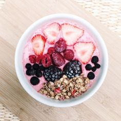 Image via We Heart It #beach #berries #blueberries #body #breakfast #chanel #Dream #drinks #fashion #fit #flowers #food #friday #girly #granola #healthy #inspo #lux #luxury #palmtree #shoes #smoothie #strawberries #strawberry #style #stylish #summer #tumblr #fitspo #love