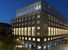 À Milan, le couturier Giorgio Armani vient d'ouvrir un nouvel hôtel-résidence à son image. Visite guidée