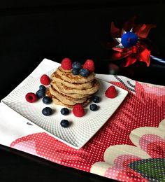 Pancakes cu banane (fără făină) Waffles, Pancakes, Weight Watchers Breakfast, Food, Banana, Bebe, Essen, Waffle, Pancake