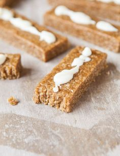 Snickerdoodle Cookie Granola Bars (no-bake, vegan, gluten-free) - Granola bars that taste like cookies & are ready in 5 mins. Easy, healthy-ish recipe at averiecooks.com