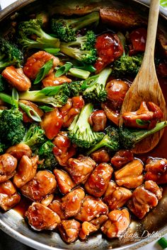 Teriyaki Chicken with broccoli is a super easy chicken recipe cooked in with no marinading needed! Crispy and juicy skinless chicken thighs stir-fried and swimming in a beautiful flavoured homemade teriyaki sauce. Best Teriyaki Chicken Recipe, Sauce Teriyaki, Homemade Teriyaki Sauce, Easy Chicken Recipes, Asian Recipes, Bbq Chicken, Broccoli Chicken, Sriracha Chicken, Terriaki Chicken