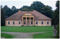Nienadowa - dwór obecnie własność prywatna Kliknij aby zobaczyć pełny rozmiar Stucco Homes, Country Estate, Castles, Brick, Manor Houses, Mansions, Palaces, Architecture, House Styles