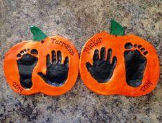 idée déco pâte à sel diy ornement #citrouille avec empreinte Family Crafts, Halloween Crafts For Kids, Halloween Activities, Baby Crafts, Halloween Crafts For Toddlers, Kid Crafts, Decor Crafts, Sac Halloween, Theme Halloween