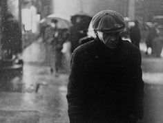 'Man in Rain' 1946 by Louis Faurer... love this image.  #photography #rain #inspiration