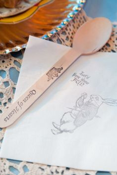 stamp a wooden spoon and napkins