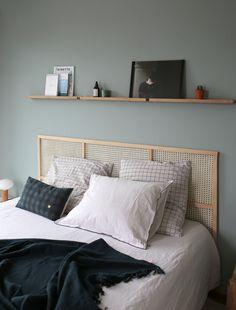 Guest Bedroom Decor, Cozy Bedroom, Diy Bed, Headboards For Beds, Bedroom Styles, Bed Furniture, New Room, Minimalist Home, Diy Home Decor