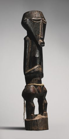 BUYU MALE ANCESTOR FIGURE, DEMOCRATIC REPUBLIC OF THE CONGO FROM THE COLLECTION OF MAURICIO AND EMILIA LASANSKY, IOWA CITY H. 38 cm AFRICAN, OCEANIC AND PRE-COLUMBIAN ART INCLUDING PROPERTY FROM THE KRUGIER AND LASANSKY COLLECTIONS Sotheby's, New York, 16 May 2014 Sold 62,500 USD