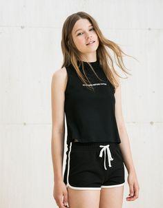 Short BSK felpa contrastes. Descubre ésta y muchas otras prendas en Bershka con nuevos productos cada semana