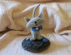Primitive Folk Art Wool Kitty Kat-Cat Pincushion Embroidery Pinkeep Doll USAPRIM
