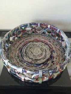 Reciclado hecho a mano alrededor de la bandeja de la cesta de