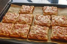 Simply chopped ham and cheese slices in 4 corners and cut with Majo and Milk . - Pizza Simply chopped ham and cheese slices in 4 corners and cut with Majo and Milk . Snacks Pizza, Snacks Für Party, Toast Pizza, Pizza Pizza, Keto Crockpot Recipes, Chef Recipes, Healthy Recipes, Party Finger Foods, Ham And Cheese