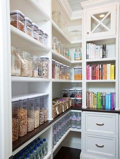 Check out these amazing pantries that are super organized! Baskets, jars and plastic containers hold everything in their place and make these walk in kitchen pantries a dream to see. Get some serious organization inspiration!