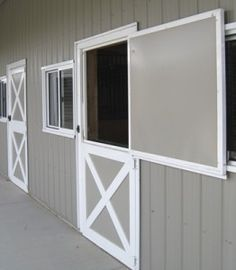 Horse Barn Dutch Doors – The In's and Out's Dutch doors adds both functionality and beauty to any horse barn and farm. Metal dutch doors give you the traditional look, but with added strength and durability. - Art Of Equitation Horse Shed, Horse Barn Plans, Horse Fencing, Barn Stalls, Horse Stalls, Dream Stables, Dream Barn, Small Horse Barns, Horse Barn Designs