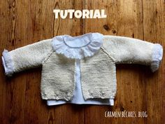 It is a beautiful jacket size months. It is woven with three-ply cotton (you will use little more than 100 gr) and needles. Baby Cardigan, Baby Pullover, Baby Vest, Baby Boy Knitting Patterns, Knitting Designs, Knitted Baby Clothes, Knitted Hats, Brei Baby, Tricot Baby
