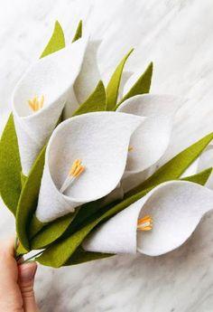 DIY Felt Flower Tutorial - Calla Lily : Felt Flower Tutorial and Easy Pattern for Calla Lilies Handmade Flowers, Diy Flowers, Paper Flowers, Elegant Flowers, Felted Flowers, Easy Fabric Flowers, Flowers Garden, Exotic Flowers, Tropical Flowers