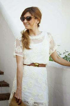 Trendy Look. Little White Drees. Spring Look. A trendy life #trendy #lwd #outfit #fashionblogger #atrendylife www.atrendylifestyle.com