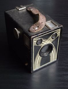The Ansco Marvel is a gorgeous antique from the late Its crossed arch motif perfectly exemplifies Art Deco design. This camera has been wel Old Cameras, Vintage Cameras, Antique Cameras, Marvel Box, Camera Lucida, Vintage Television, Art Deco Home, Art Deco Furniture, Photography Camera