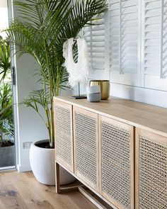 Start using these interior decor tips to enhance your house and give it new life. Home redecorating is entertaining and will transform your house into a home whenever you understand how to do it right. Beach House Decor, Diy Home Decor, Room Decor, Beach Houses, Style At Home, Cane Furniture, Cheap Furniture, Outdoor Furniture, Wooden Furniture