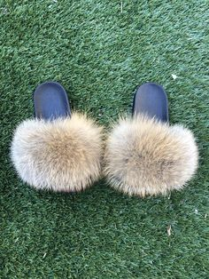 So Real GSUWOO is an all around brand featuring luxury streetwear clothing, exclusive footwear designs along with genuine fur footwear such as slippers and boots. Fur Fashion, Fashion Shoes, Fox Slippers, Cute Slides, Eyelash Kit, Grey Fox, Natural Red, Fox Fur, Nature