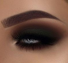 Black smokey eye. Perfect eye shadow for a vampy makeup look. Love this sultry eye makeup for blue eyes.