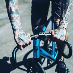Happy new year! Are you ready to start a great year of riding? #happynewyear #fixedgear #fixie