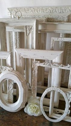 Ensemble cadre photo blanc antique de 12 cadres par SeaLoveAndSalt Shabby Chic Project Idea Project Difficulty: Simple MaritimeVointage.com   #shabbychic  #shabby  #chic