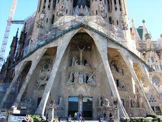 Cada cual merece escribir su historia en Barcelona. Y todas van a estar bien. Gaudi, Barcelona, Modernism, Cities, Historia, Barcelona Spain, Antoni Gaudi