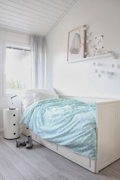 Scandinavian style is one of the most followed models today. You just have to take a look to any Nordic blog to get great ideas to add a Scandinavian touch …