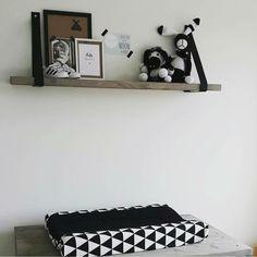 Wauw hier is toch niets meer aan toe te voegen. Schitterend! Elles heeft hier zwarte dragers gebruikt, ze passen geweldig op de babykamer! Bedankt voor de mooie foto.  Te bestellen via www.bijlien.nl