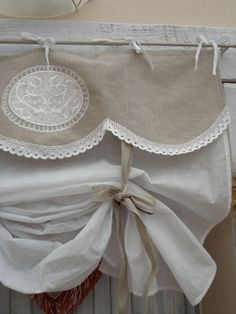 this valance done with Rosen Bistro-Gardine Landhausstil shabby chic