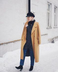 Kun ulkona on -15 pakkasta muta pakko saada mekko päälle  mitä mieltä tästä mekko ja farkku kombosta? So cool vai vähän outo?  #fashionstatement #moreontheblog . . . . . . . . #vilafinland #zara #whatiwore #scandifashion #scandioutfit #linkkibiossa #mystyle #nouwblogger #nouwinfluencer #nouwoutfit #scandinavianstyle #winteroutfit #wrapdress #dressandjeans #instafashion #instastyle #fashiondaily #secondhandfashion #minimalfashion