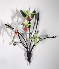 Orchid Bouquet by Loy Allen. Lampworked orchids and leaves with hand-forged steel stems and mounting tabs. Glass Wall Art, Stained Glass Art, Fused Glass, Orchid Bouquet, Wire Flowers, Diy Art Projects, Modern Glass, Wall Sculptures, Glass Jewelry