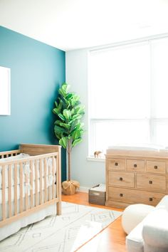 Tranquil baby nursery: http://www.stylemepretty.com/living/2017/03/01/a-tranquil-nursery-for-a-baby-boy/ Photography: Evian Granitz - http://eviangranitzphotography.blogspot.com/