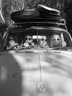 surfing surf road trip / Black and White Photography Skateboard, Vintage Surf, Retro Surf, Surf Trip, Surf Style, Surfs Up, Beach Bum, Vintage Photography, Band Photography