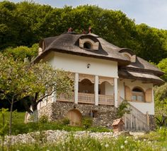 #Romanian traditional house adelaparvu.com Italian Villa, Concept Home, Cozy Cottage, Design Case, Cabins In The Woods, Style At Home, Traditional House, Home Decor Inspiration, Old Houses